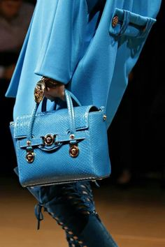 Tote Handbags, Leather Handbags, Autumn, Fall Winter, Purse Styles, Gianni  Versace 6418e00ed434