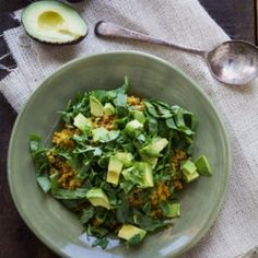 Curried Quinoa with Spinach and Avocado. Perfect for a Healthy Lunch! (Vegan)