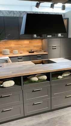 Ihrs Küchen Partner Essen - Modern Classic , die Credo in Schiefergrau. Kitchen Room Design, Kitchen Cabinet Design, Modern Kitchen Design, Home Decor Kitchen, Interior Design Kitchen, Kitchen Ideas, Small Modern Kitchens, Cheap Kitchen, Modern Design