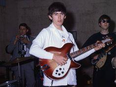 George Harrison & John Lennon rehearsing for the Ed Sullivan Show, Miami, 1964 Beatles Guitar, Beatles Band, John Lennon Beatles, The Beatles, Beatles Photos, Rickenbacker Guitar, Guitar Strumming, Steve Winwood, Johnny Marr