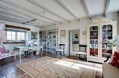 Farmhouse for holiday rentals in Cognac, Charente, Poitou-Charentes just put this in cos it looks lovely Holiday Rentals, Holiday Lettings, French Property, Cos, Villa, Farmhouse, Cottage, Home Decor, Decoration Home