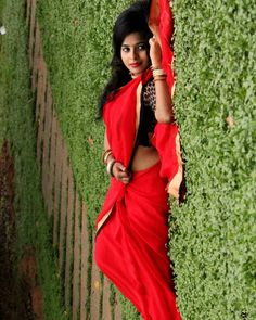 Image may contain: 1 person, standing and outdoor Beautiful Girl Image, Beautiful Moon, Hot Images Of Actress, Hindu Mantras, Fancy Sarees, Traditional Sarees, Saree Styles, Saree Blouse Designs, Bollywood Fashion