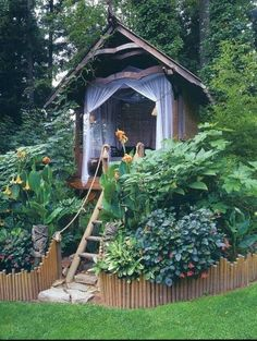 Little house...for guests at the backyard?should totally do this!! Treehouse/guestroom :)