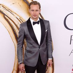 #AlexanderSkarsgard wore TOM FORD to the 2016 CFDA Fashion Awards. http://tmfrd.co/BowTie #CFDAAwards #TOMFORD