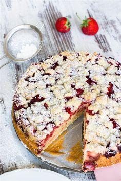 Ein Rezept für Joghurt Kuchen mit Erdbeeren und Streusel. Zutaten: Teig: 340 g Weizenmehl 2 TL Backpulver 2 Eier 230 g Zucker 1 Pck. Vanillinzucker 300 g Naturjoghurt