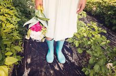 Rainy wedding Rainy Wedding, Garden Party Wedding, Wedding Day Inspiration, Lesbian Wedding, Hunter Boots, Bride Groom, Just In Case, Rubber Rain Boots, Chic