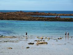 Cobo Bay in the sunshine on #Guernsey in the Channel Islands :-)