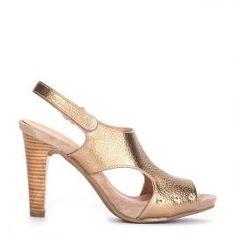 Sandalia Pedro Miralles piel dorada y tacón madera #shoes #shoeporn #peeptoes #trends #ss16 #shoes #metal #gold #pedromiralles #shoeaddict #madeinspain