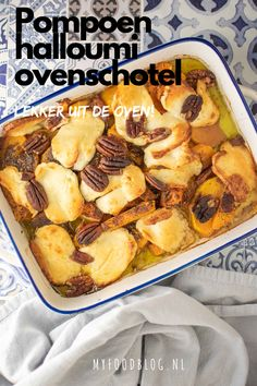 Pumpkin from the oven with halloumi and pecans - Delicious oven dish with pumpkin, halloumi cheese and pecans. Super easy to make yourself and super - Oven Dishes, Halloumi, Food Blogs, Best Breakfast, Delish, Dinner Recipes, Good Food, Food And Drink, Veggies