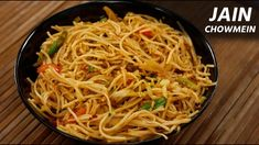 Friends, today let's make Chowmein at home, without onion and garlic in street style. You'd love this Homemade Jain version with the chilli sauce recipe :) . Vegaterian Recipes, Jain Recipes, Garlic Recipes, Sauce Recipes, Ethnic Recipes, Instant Yeast, Non Stick Pan, Food Videos, Onion