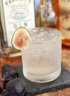 Fig and Cardamom Gin & Tonic * – Cocktails and Pretty Drinks Party Drinks, Cocktail Drinks, Cocktail Recipes, Gin & Tonic Cocktails, Tonic Drink, Fall Cocktails, Party Party, Ideas Party, O Gin