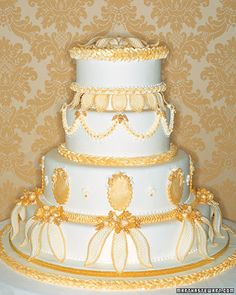 An intricate fondant cake inspired by Baroque-style architecture