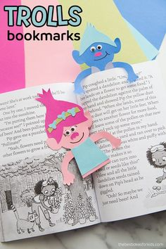 Make this paper Trolls bookmark with a free printable template! A fun Trolls party craft idea for kids! Diy Projects For Kids, Paper Crafts For Kids, Book Crafts, Diy For Kids, Fun Crafts, Kids Fun, Diy Paper, Paper Crafting, Art Projects