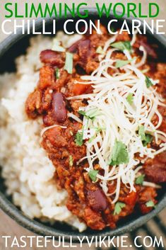 Slimming World Syn Free Slow Cooker Chilli Con Carne - Tastefully Vikkie - YUM did not use paprika, cayenne pepper & only 1 stock cube Slimming World Chilli Beef, Slow Cooker Slimming World, Slimming World Recipes Syn Free, Healthy Chilli Con Carne, Chilli Con Carne Recipe, Easy Chilli, Minced Beef Recipes, Healthy Beef Recipes, Chilli Recipes