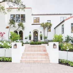 Spanish Revival Home, Spanish Colonial Homes, Colonial Style Homes, Spanish Style Homes, Spanish House, Spanish Bungalow, Mediterranean Homes Exterior, Spanish Exterior, Colonial Exterior