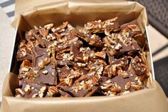 Είναι τα πιο εύκολα να γίνουν και τα πιο δύσκολα να σταματήσεις να τα τρως μπισκότα. Χρειάζονται ελάχιστα υλικά και βασίζονται στον υπέροχο συνδυασμό γλυκού-αλμυρού που απογειώνεται όταν μιλάμε για καραμέλα.