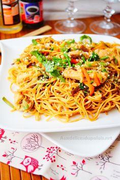 Nouilles chinoises au poulet & aux légumes · Aux delices du palais