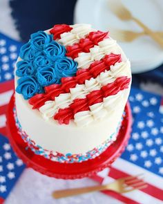 Chocolate Cake with Whipped Peanut Butter Buttercream - Baking with Blondie Fourth Of July Cakes, 4th Of July Desserts, Fourth Of July Food, July 4th, Holiday Cakes, Holiday Treats, Cake Decorating Tips, Cookie Decorating, Cupcakes