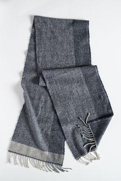カシミヤヘリンボーンマフラー Loom Scarf, Scarf Ideas, Knit Scarves, Weaving Patterns, Hand Weaving, Rompers, Stitch, Knitting, Check