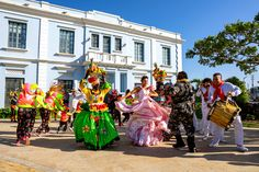 Colombian women during the Carnaval de Barranquilla (photo by Dawin Rizzo) Bodybuilder, Bucket List App, Crowd Images, Colombian Girls, Skinny, Dance Dresses, Hd Photos, Most Beautiful, Lifestyle