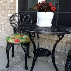 Wrought Iron Garden Furniture, Patio Furniture Makeover, Wrought Iron Chairs, Metal Patio Furniture, Outdoor Furniture Sets, Furniture Ideas, Wood Patio, Furniture Chairs, Furniture Design