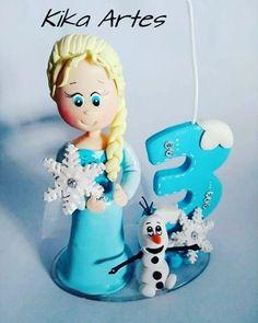 "Kika Artes. (@kika_artes_biscuit) no Instagram: ""Topo de bolo frozen ❄ #biscuit #topodebolodebiscuit #topodebolo #porcelanafria #polycol #frozen…"""