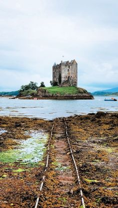 Castles in Scotland that simply ooze history. These 11 Scottish castles will make for a great day out during your Scotland vacation!  #scottishcastles #scottishcastle #castles #castle #scotland #scotland2018
