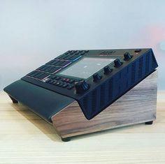 MPC Live Lux Walnut Desk Stand by mixingtable Studio Desk Music, Recording Studio Desk, Home Studio Setup, Design Studio Office, Dj Stand, Dj Lighting, Game Room, Gaming Rooms, Music Studios