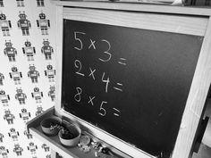 Leve de tablets! Want dankzij deze geweldige uitvindingis er nooit en jamais nog gezeur over het saai vanbuiten leren van maaltafels. Tablets maken alles wat saai is plots stukken interessanter door middel van spelletjes. Deze 4 leuke rekenapps ishebben wij uitgetest en leuk bevonden. Tafelkluis Leuk spelwaarbij jevallende dynamietstaven met tafelsommen tijdig naar de juiste … Lees verder 4 leuke apps om maaltafels te oefenen →