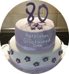 Zum 80. Geburtstag meiner Oma, gab es eine Torte in Lila mit Blümchen in der passenden Farbe (: Füllungen: unterste Etage: Rhababersahne oberste Etage: Erdbeersahne
