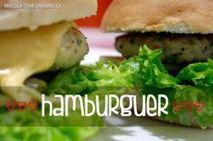 Hambúrguer caseiro de frango com cenoura.