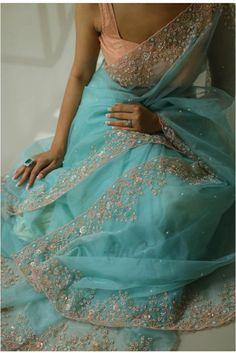 Dress Indian Style, Indian Dresses, Indian Outfits, Saree Blouse Patterns, Saree Blouse Designs, Fancy Sarees, Party Wear Sarees, Indian Designer Outfits, Designer Dresses