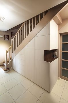 Cupboards under stairs - Trendy Home Decorations - New Ideas Staircase Storage, Staircase Makeover, Stair Storage, Staircase Design, Closet Under Stairs, Under Stairs Cupboard, Placard Design, House Stairs, Trendy Home