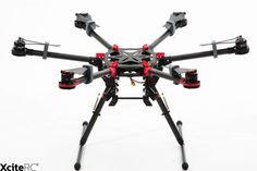 Der DJI Spreading Wings Hexacopter S900 mit seinem innovativen, klappbaren Design wurde für professionelle Luftaufnahmen entwickelt. In Kombination mit den Zenmuse Gimbals Z15 und der hohen Traglast von bis zu 5000 g können z.B. die Canon 5D Mark III oder  Panasonic GH4/HGH3 Kameras verwendet werden.