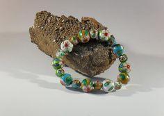 Cloisonne-Perlen-Armband, handgefertigtes Einzelstück, Länge ca. 19 mm, rotgesprenkelte und blaugesprenkelte Cloisonne-Perlen 10 und 14 mm, Elastikband