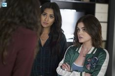 Photos - Pretty Little Liars - Season 7 - Promotional Episode Photos - Episode - The Wrath of Kahn - Pretty Little Liars Aria, Pretty Little Liars Seasons, Pretty Little Lairs, Aria Style, Spencer Hastings, Aria Montgomery, Green Bomber Jacket, Season Premiere, You Dont Want Me