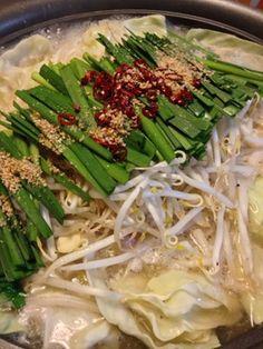 専門店の味を家庭で再現!博多風 塩もつ鍋 Soup Recipes, Cooking Recipes, Asian Recipes, Ethnic Recipes, Meat Chickens, Hot Pot, Seaweed Salad, Japanese Food, Asparagus