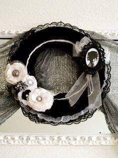 DIY Halloween Decor DIY Halloween Crafts : DIY Gothic Halloween Wreath!