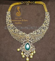 Jewellery Designs: Classic and Royal Diamond Necklace