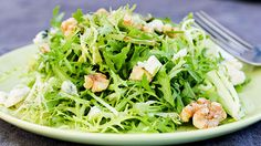 Frisee+and+Pear+Salad+with+Blue+Cheese+and+Walnuts