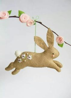 Spring and easter Felt PDF sewing pattern - Hopping bunny - Easter ornament, easy sewing pattern, DI Owl Ornament, Felt Ornaments, Felt Christmas, Christmas Crafts, Christmas Ornaments, Christmas Bunny, Felt Bunny, Easter Bunny, Easter Tree