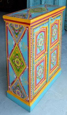 Resultados de la Búsqueda de imágenes de Google de http://www.artisanatsindien.com/WebRoot/StoreLFR/Shops/62030171/4C7F/8529/83FD/3B7B/904E/C0A8/28BB/3BF7/meuble-peint-armoire-peinte-artisanat-indien-decoration_JN3-024_004.JPG