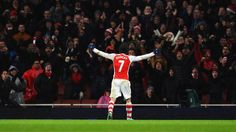 LIVE: @Arsenal hold on to beat @QPRFC 2-1 on Boxing Day. Match report and more pics to come http://fifa.to/MatchCentre