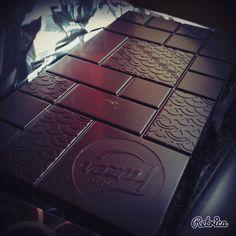 Tein suklaata, raaskin käyttää kauniin suklaan..