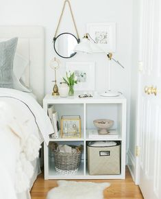 Amazing-Small Bedroom-Decor-Ideas Do you have a small bedroom? Then this is the perfect ideas for you. Great ideas for usefulness Small Bedroom Decor. Etagere Kallax Ikea, Ikea Expedit, Ikea Kallax White, Ikea Bookshelf Hack, Bookshelf Ideas, Bookshelf Speakers, Small Bedroom Hacks, Diy Bedroom, Trendy Bedroom