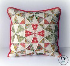 Patrón Primavera Kaleidoscope Pillow + Tutorial | Sew Mama Cosa | pendientes de coser, acolchar y tutoriales de costura desde 2005.