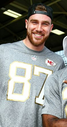 Travis Kelce... so sexy. Want to touch the hiney aroooooo!