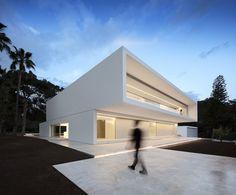 Modern House Design : La Pinada House / Fran Silvestre Arquitectos