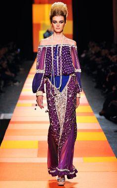 Marrocos é o tema de Jean Paul Gaultier pra sua alta-costura de primavera-verão 2013. As... Mais