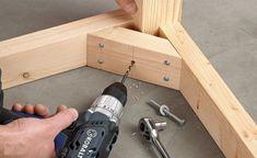 В качестве специального уголка может быть использован деревянный брусок, установленный как показано на фото. Для увеличения прочности конструкции соединения с бруском могут быть проклеены.